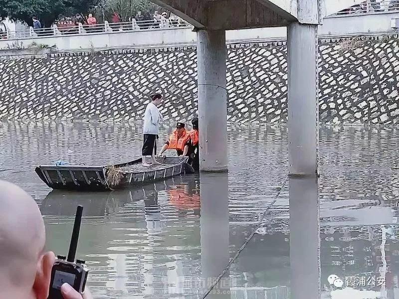 霞浦山河路发生惊险一幕,一女子欲跳河轻生,危急时刻......